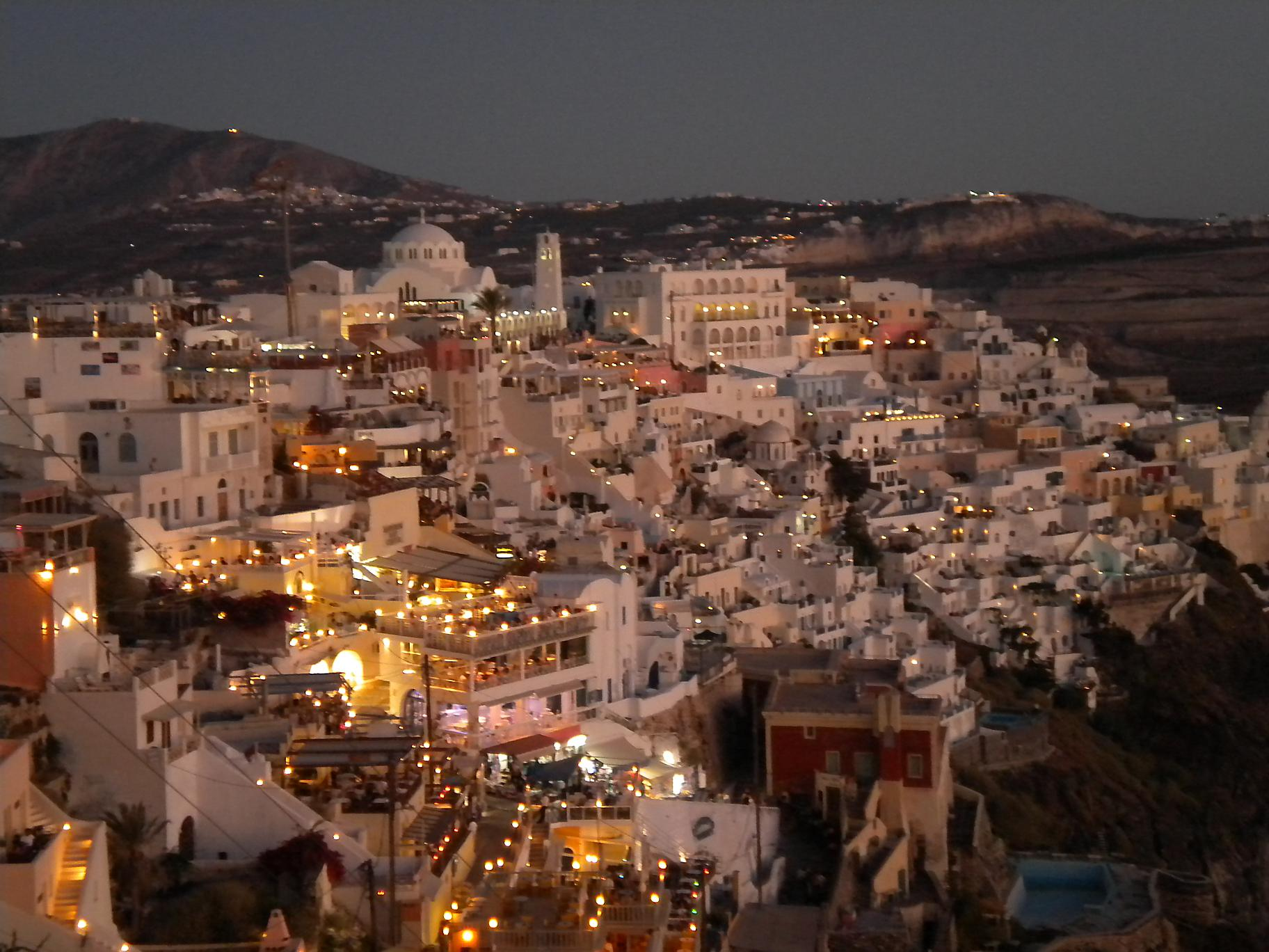 santorini_fira_by_night_2